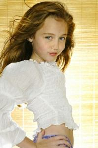 miley-cyrus-childhood-pictures-childhood-images_blog_com-(15)